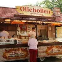 Photo taken at Oliebollenkraam Hanzeplein by Freddy G. on 12/6/2011