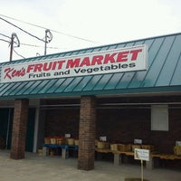 Photo taken at Ken's Fruit Market by EvilKeith U. on 10/30/2011