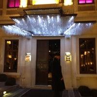 รูปภาพถ่ายที่ W Lounge โดย Bahri İ. เมื่อ 12/15/2011