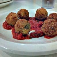 Foto scattata a Pupatella Neapolitan Pizza da Adam C. il 10/5/2011