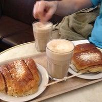 Das Foto wurde bei Café Succès von Paavo P. am 4/9/2012 aufgenommen