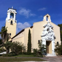 Photo taken at Coral Gables Congregational Church by Isa R. on 1/10/2011