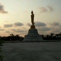 Photo taken at พระยืน by dumrong t. on 2/5/2012