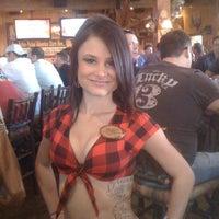 Das Foto wurde bei Twin Peaks Restaurant von Glen S. am 1/27/2012 aufgenommen