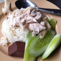 Photo taken at Kai Ton Pratunam (Go Arng) by Chaiwat S. on 9/23/2011