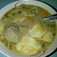 Photo taken at Soto Babat Maju Lancar by Gregorius Aan H. on 11/29/2011