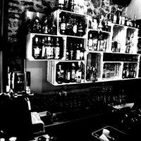 Photo taken at Το Μικρό Μπαρ by Georgios K. on 7/4/2012