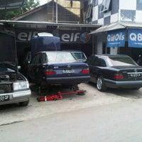 Photo taken at Bengkel Gunawan by Samuel I. on 9/13/2011