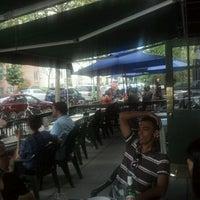 6/3/2012 tarihinde Roberta M.ziyaretçi tarafından Fox and Hounds Lounge'de çekilen fotoğraf