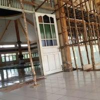 Photo taken at Masjid Agung Al-Mu'awwanah Sanggau by Puguh B. on 6/12/2012