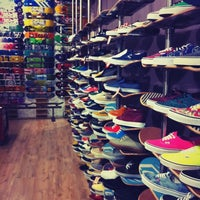 Foto tirada no(a) Independent Outlet Skateboards Amsterdam por Jet L. em 7/10/2012