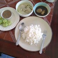 Photo taken at ครัวแม่โจ้ อาหารปักษ์ใต้ by Pradabpong W. on 11/7/2011