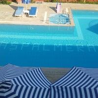8/14/2012 tarihinde Slevin K.ziyaretçi tarafından Las Palmeras Hotel'de çekilen fotoğraf