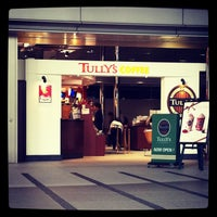 Photo taken at Tully's Coffee by hirotomo on 11/9/2011