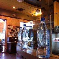 Снимок сделан в It's A Grind Coffee House пользователем Joshua C. 5/3/2012