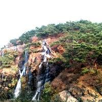 Photo taken at 연희폭포 물레방아 옆 작은폭포 by Haru on 11/12/2011