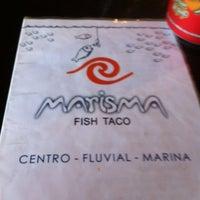 Foto tomada en Marisma Fish Taco por Fatima M. el 1/23/2012