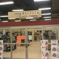 Photo taken at Giant Eagle Supermarket by Daniel M. on 10/23/2011