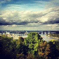 Снимок сделан в Владимирская горка пользователем Artem M. 9/8/2012