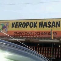 Photo taken at Gerai Keropok Lekor Hassan by Irwan T. on 2/16/2012