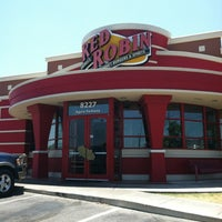 Photo taken at Red Robin Gourmet Burgers by Caroline on 8/3/2012