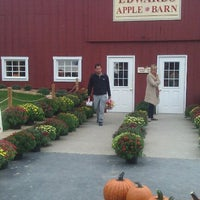 Photo taken at Edwards Apple Orchard West by Mindy C. on 9/24/2011