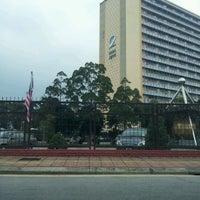 Foto diambil di Jabatan Ukur Dan Pemetaan Malaysia (JUPEM) oleh amj pada 8/13/2012