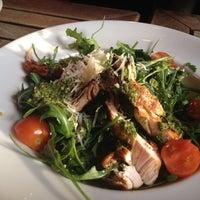 Снимок сделан в Carnaby Burger Co пользователем Basia S. 2/17/2012