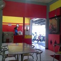 Photo taken at Quick Chicken Gembiraloka by Muhamad Gunawan S. on 8/15/2012