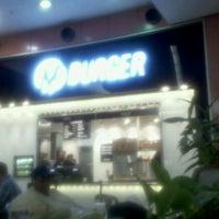 9/21/2011 tarihinde David F.ziyaretçi tarafından M Burger'de çekilen fotoğraf