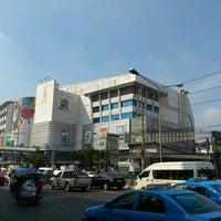 Photo taken at Pantip Plaza Ngamwongwan by Viriya I. on 1/7/2012