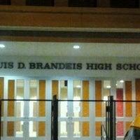 Das Foto wurde bei Brandeis High School von Michael S. am 8/21/2011 aufgenommen