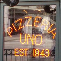 Photo taken at Uno Pizzeria & Grill - Chicago by Ho on 3/25/2012