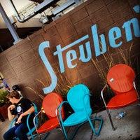 Foto tirada no(a) Steuben's por Ricky P. em 8/20/2012
