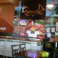 Photo taken at Restoran Sekinchan Ikan Bakar by Azhan M. on 11/11/2011