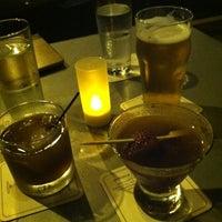 Das Foto wurde bei Tiny Lounge von Maureen J. am 6/17/2012 aufgenommen