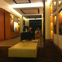 รูปภาพถ่ายที่ Louis Vuitton โดย Dirk D. เมื่อ 3/20/2011