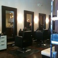 Das Foto wurde bei Adore Hair Studio von Laura P. am 1/15/2011 aufgenommen
