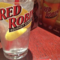 Photo taken at Red Robin Gourmet Burgers by Carlos E. on 6/9/2012