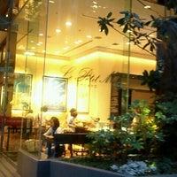 Photo taken at Le Petit Mec TOKYO by れい こ. on 7/9/2012