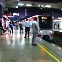Foto tomada en Metro Santa Lucía por Hernan O. el 3/5/2012