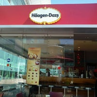Photo taken at Häagen-Dazs by Raul C. on 9/13/2011