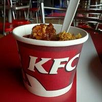 รูปภาพถ่ายที่ KFC โดย Feisal F. เมื่อ 10/22/2011