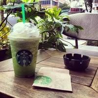 Foto tomada en Starbucks por Jesse O. el 7/26/2012