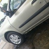 Photo taken at Lavado de Autos Optimus by Marco A. on 7/19/2012