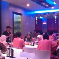 Photo taken at Singapore Chicken Rice SCR by Azril Z. on 9/1/2011