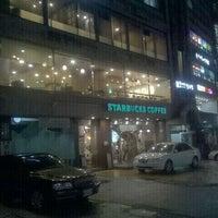 Photo taken at Starbucks by Hongjin K. on 4/30/2011