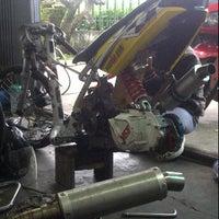 Photo taken at WBM (Wahana Baru Motor) by Bagaskoro W. on 3/8/2012