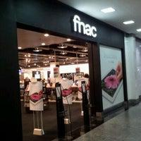 Foto tirada no(a) Fnac por Rafael D. em 5/15/2012