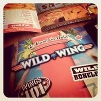 Das Foto wurde bei Wild Wing von Mike L. am 4/10/2011 aufgenommen